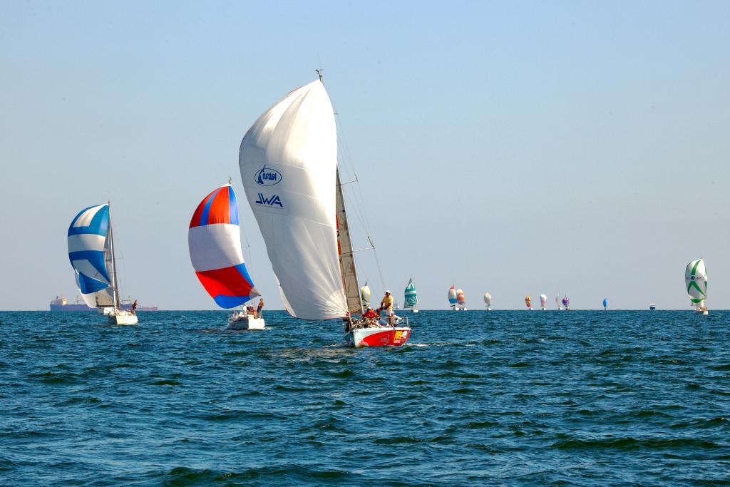 Гонки_на_яхтах_вдоль_крымского_побережья